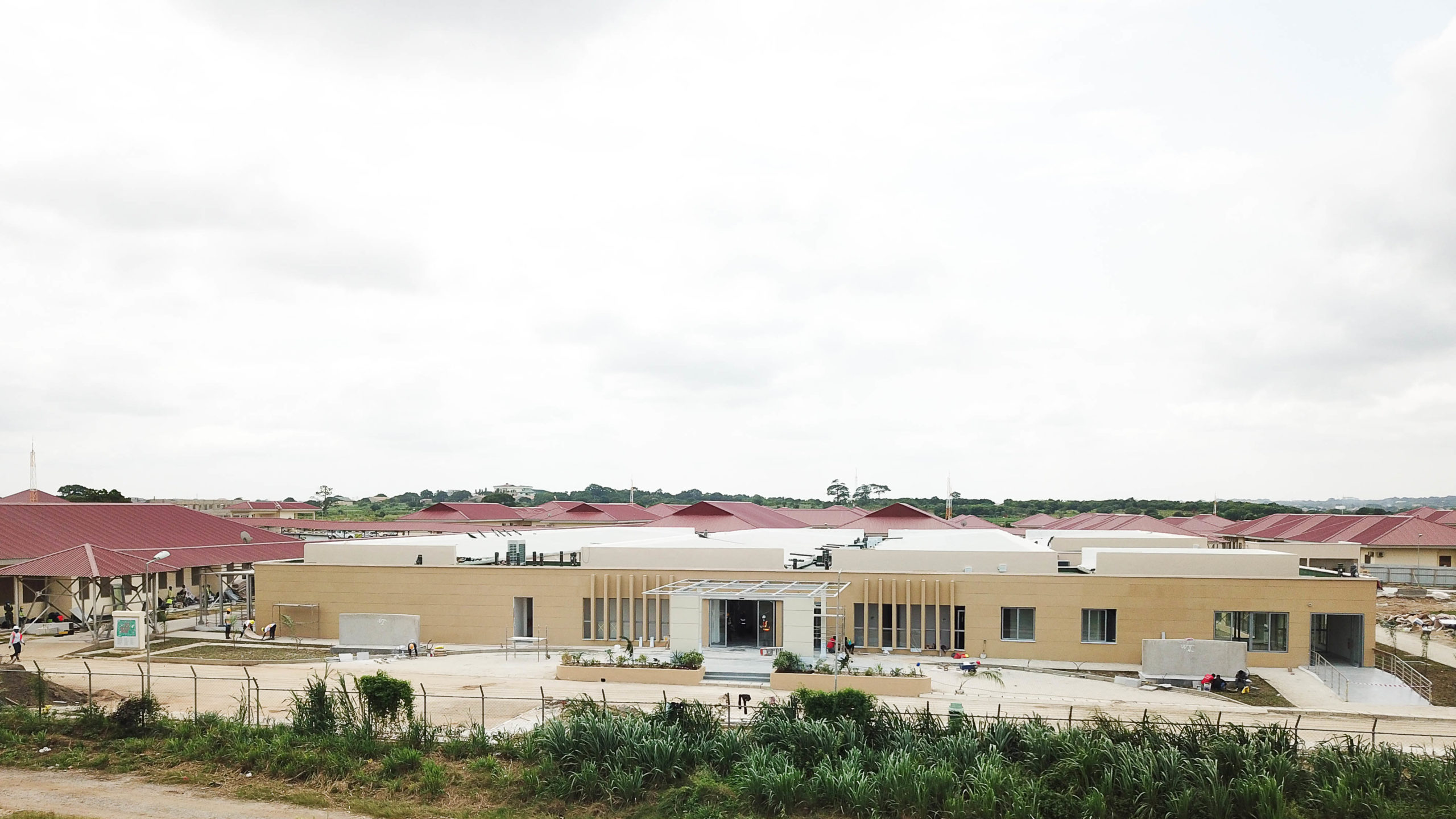 GHANA: Private donors build an infectious disease centre in 3 months